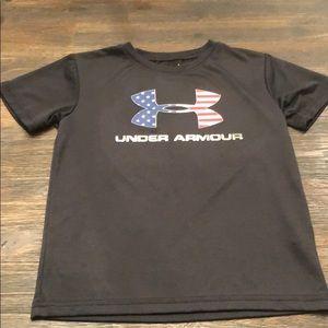 Under armor heat gear boys size 6 black shirt